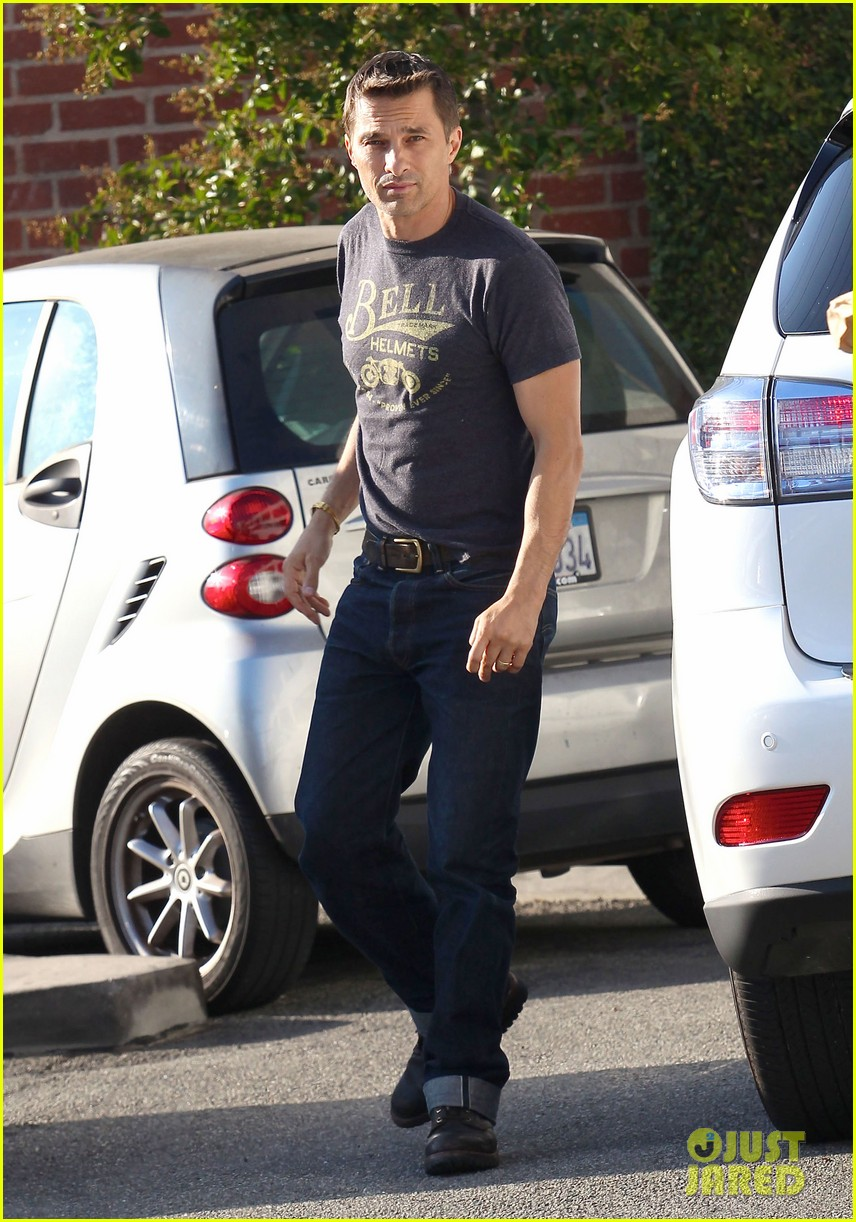 olivier martinez nahla pick up pizza for dinner 01
