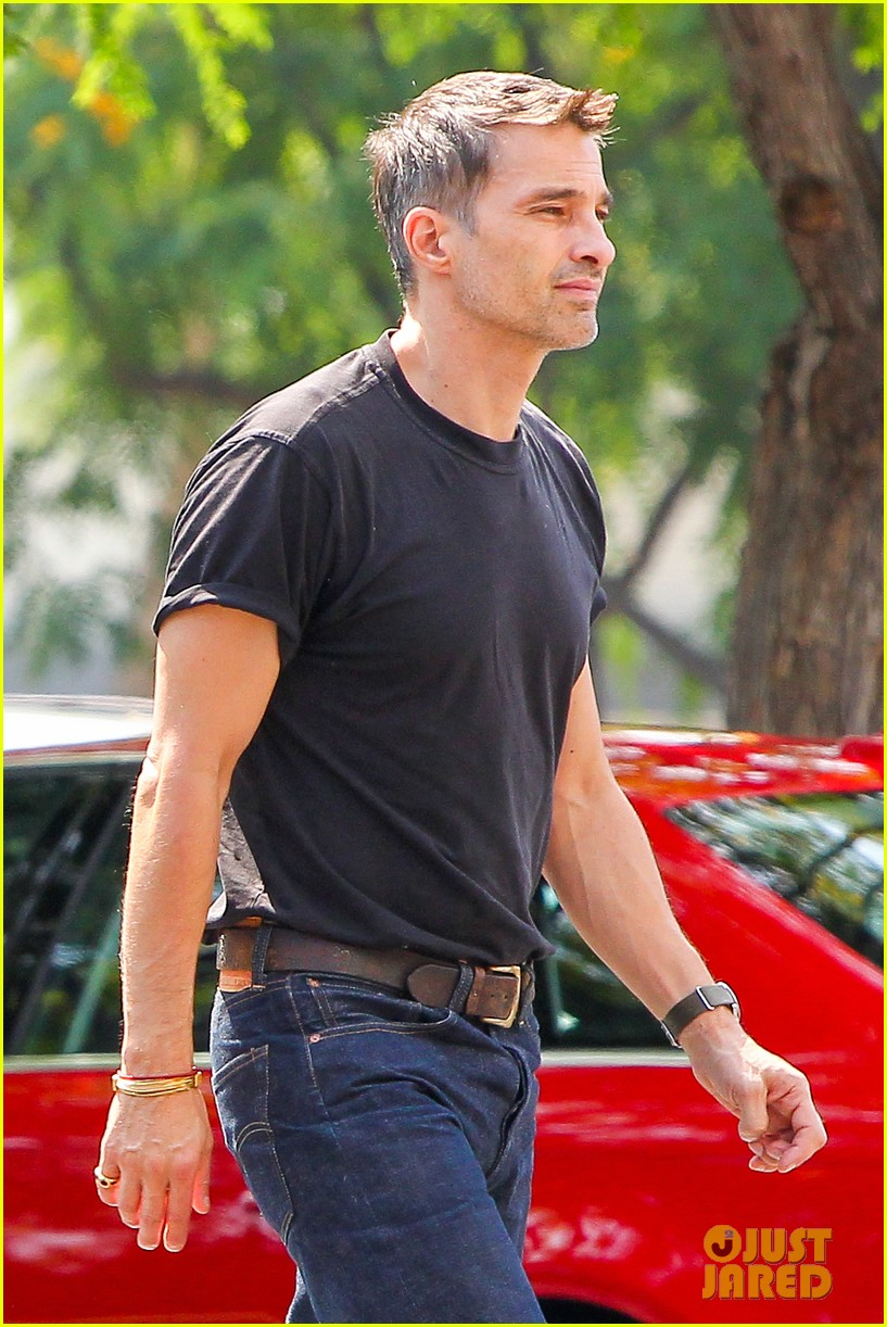 olivier martinez makes two trips to grocery store on july 4 02