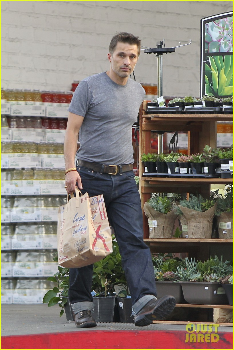 olivier martinez makes two trips to grocery store on july 4 08