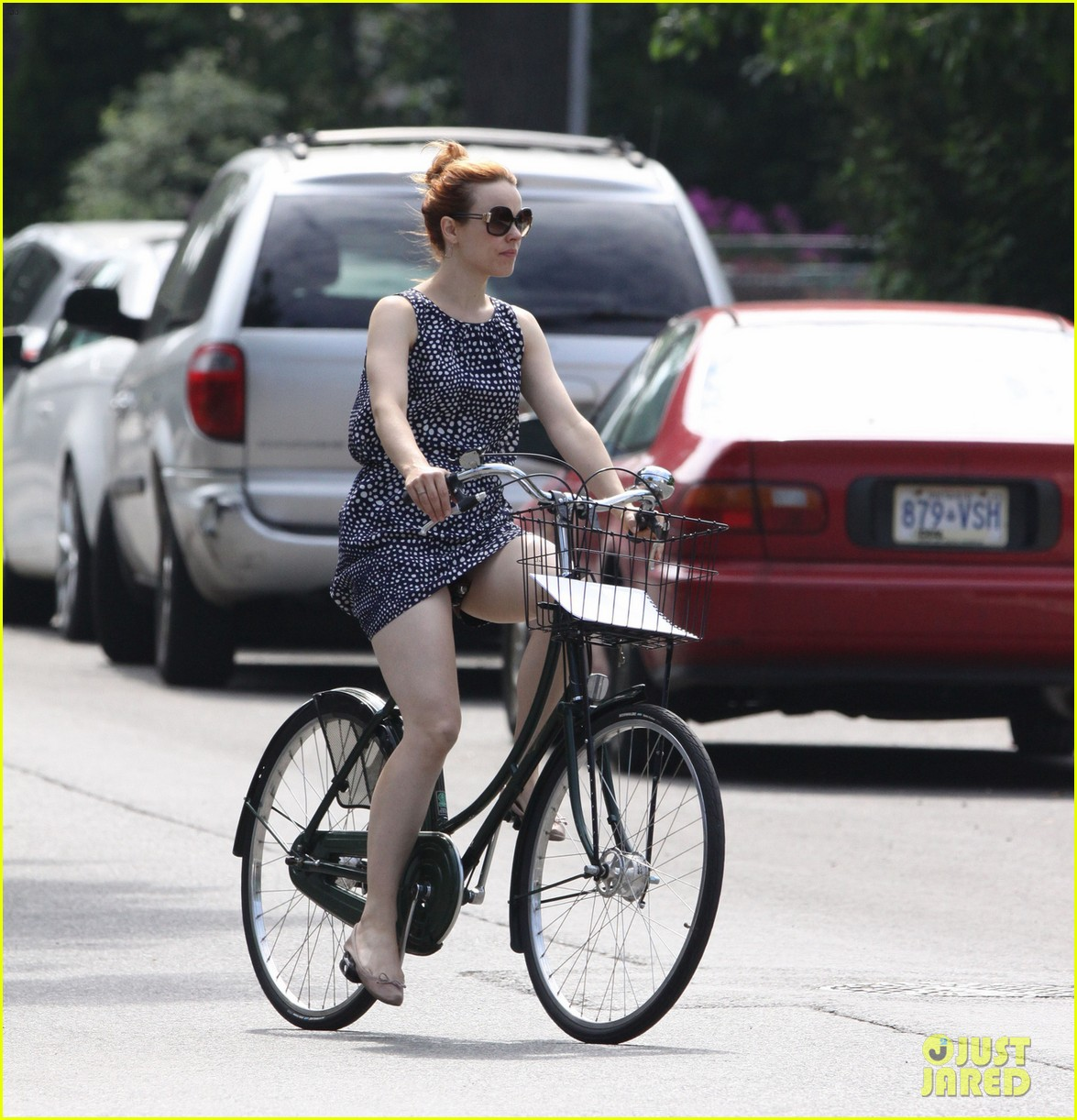 rachel mcadams toronto bike ride 042904689