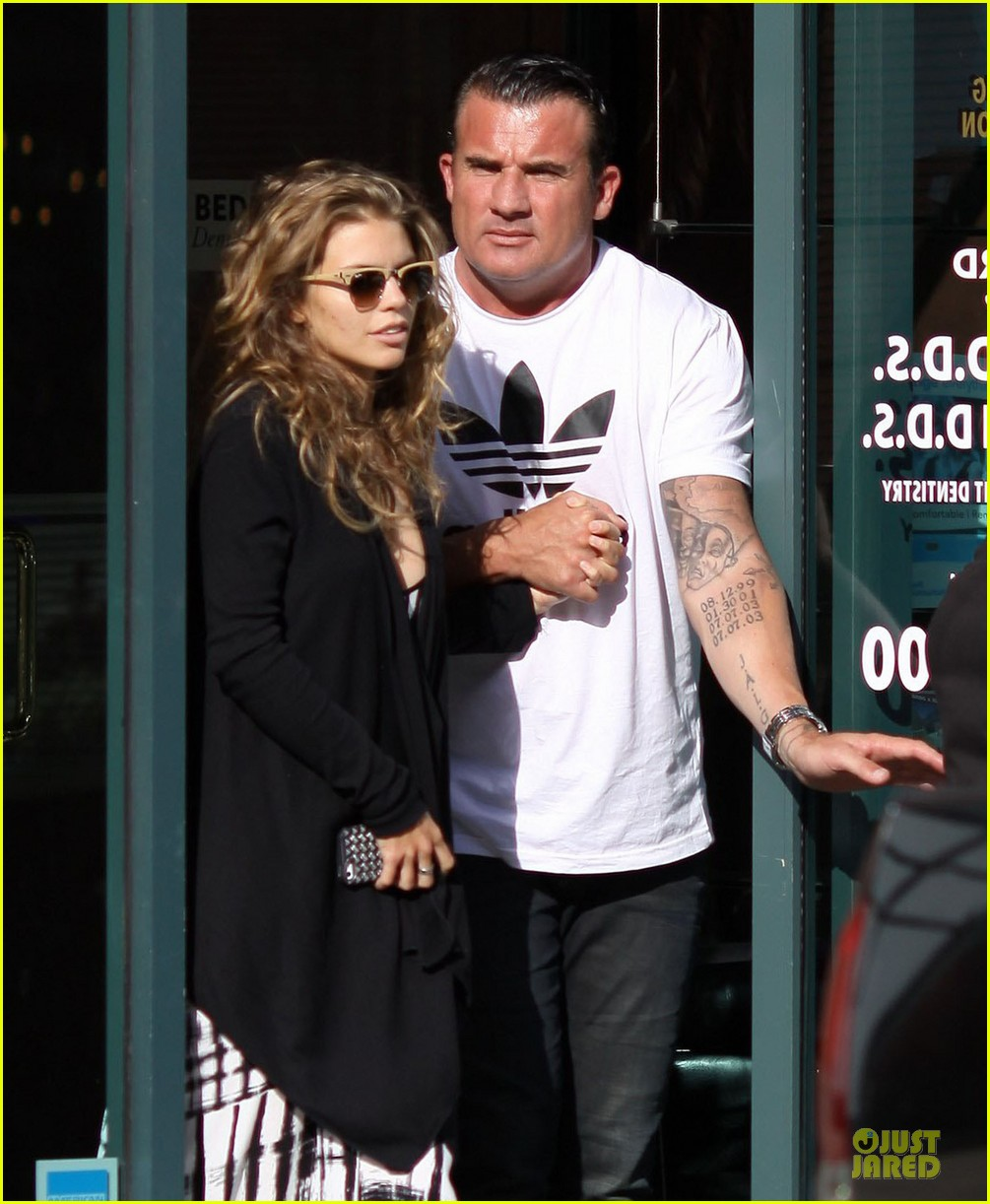 annalynne mccord dominic purcell hold hands at the dentist 04