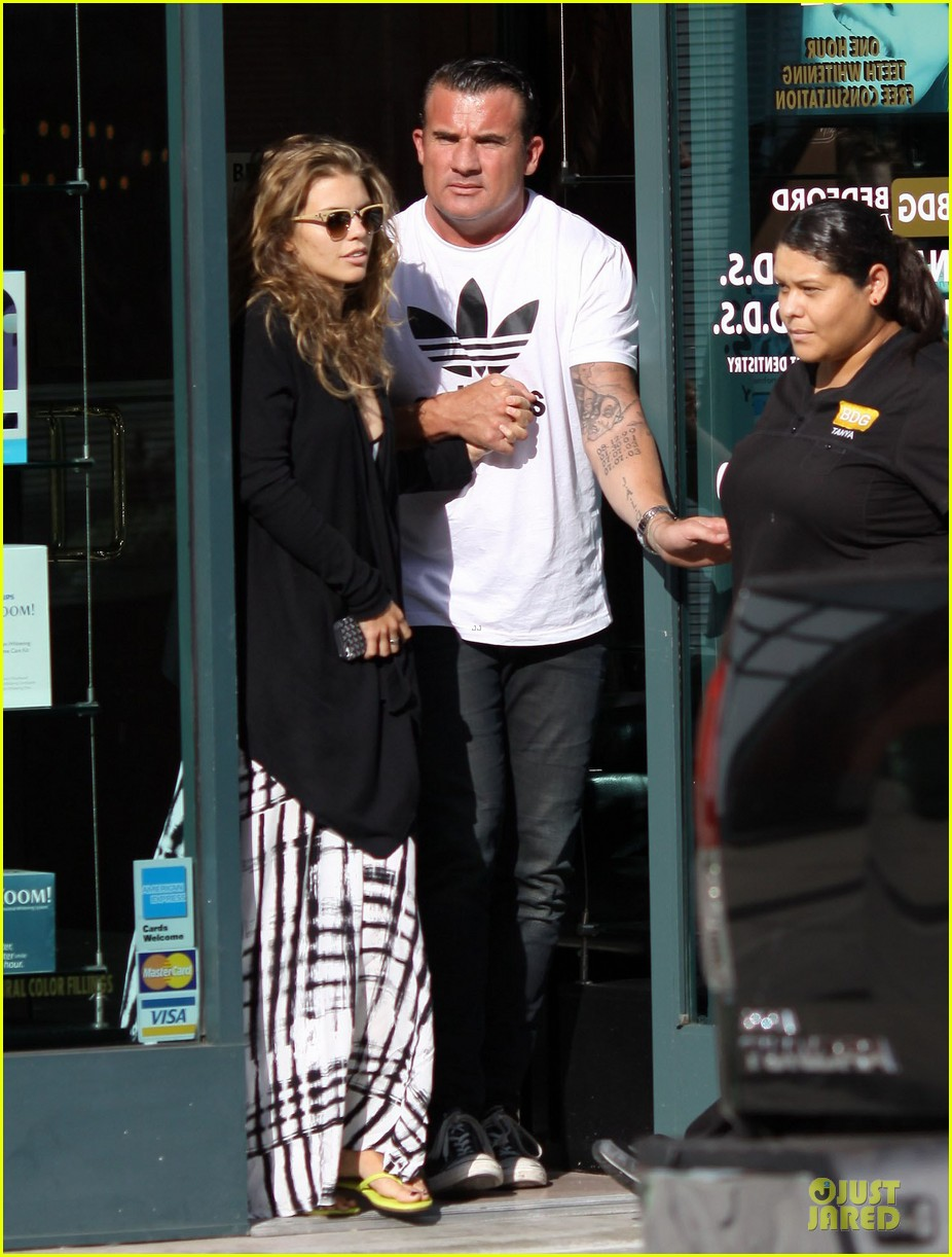 annalynne mccord dominic purcell hold hands at the dentist 07