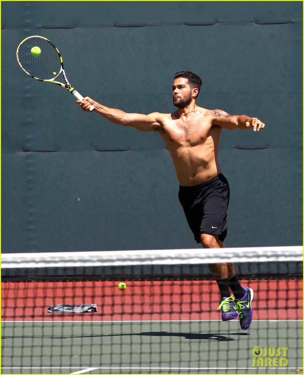 jesse metcalfe shirtless tennis playing with cara santana 02