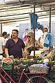 sienna miller tom sturridge shop healthy in rome 09