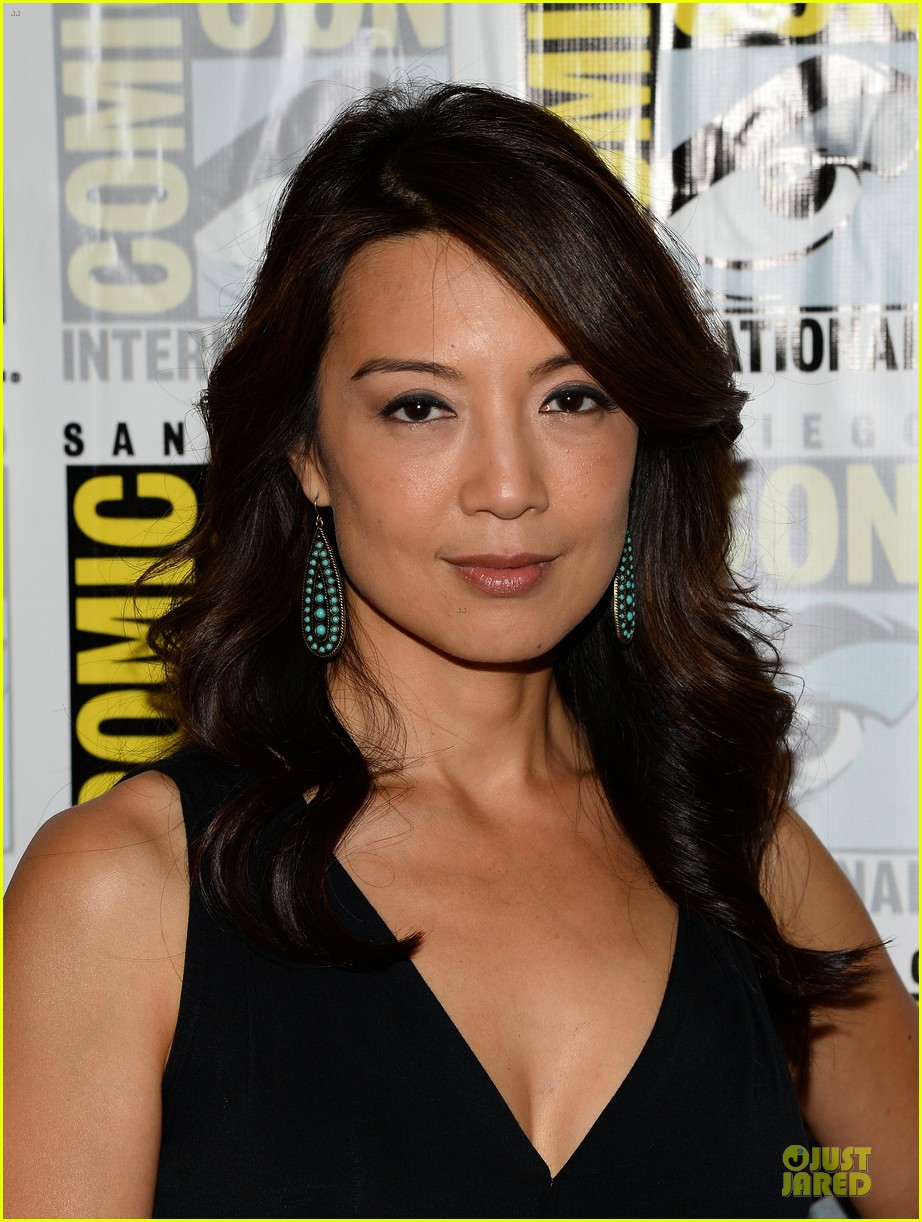 ming na wen clark gregg agents of shield at comic con 092913077