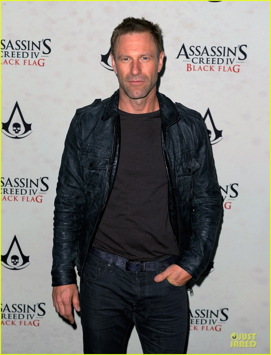 jennifer morrison aaron eckhart assassin creed iv black flag party 04