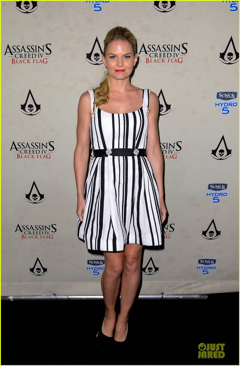 jennifer morrison aaron eckhart assassin creed iv black flag party 08