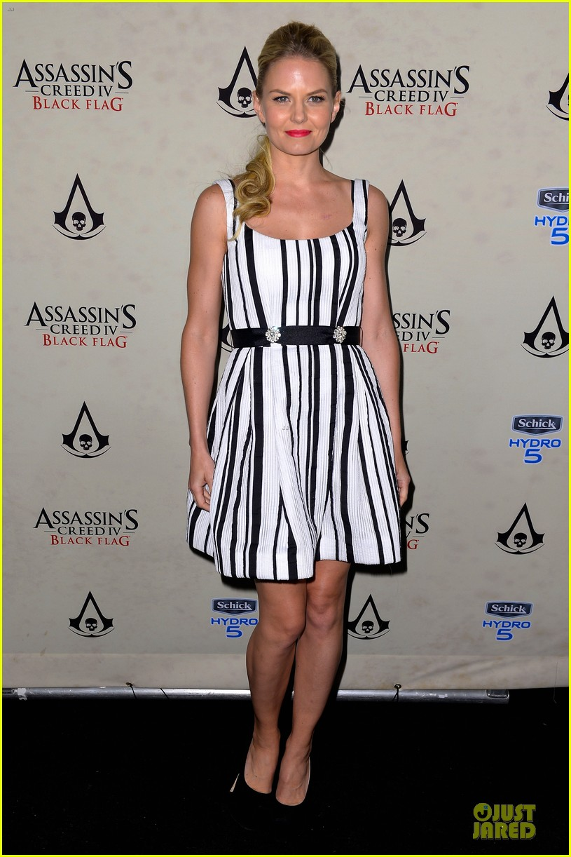 jennifer morrison aaron eckhart assassin creed iv black flag party 10