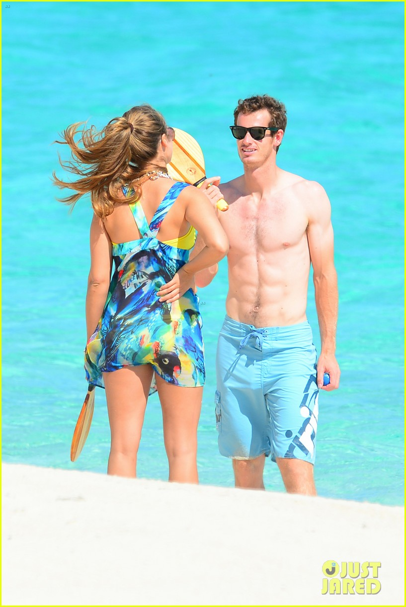 shirtless andy murray ibiza beach besos with kim sears 01