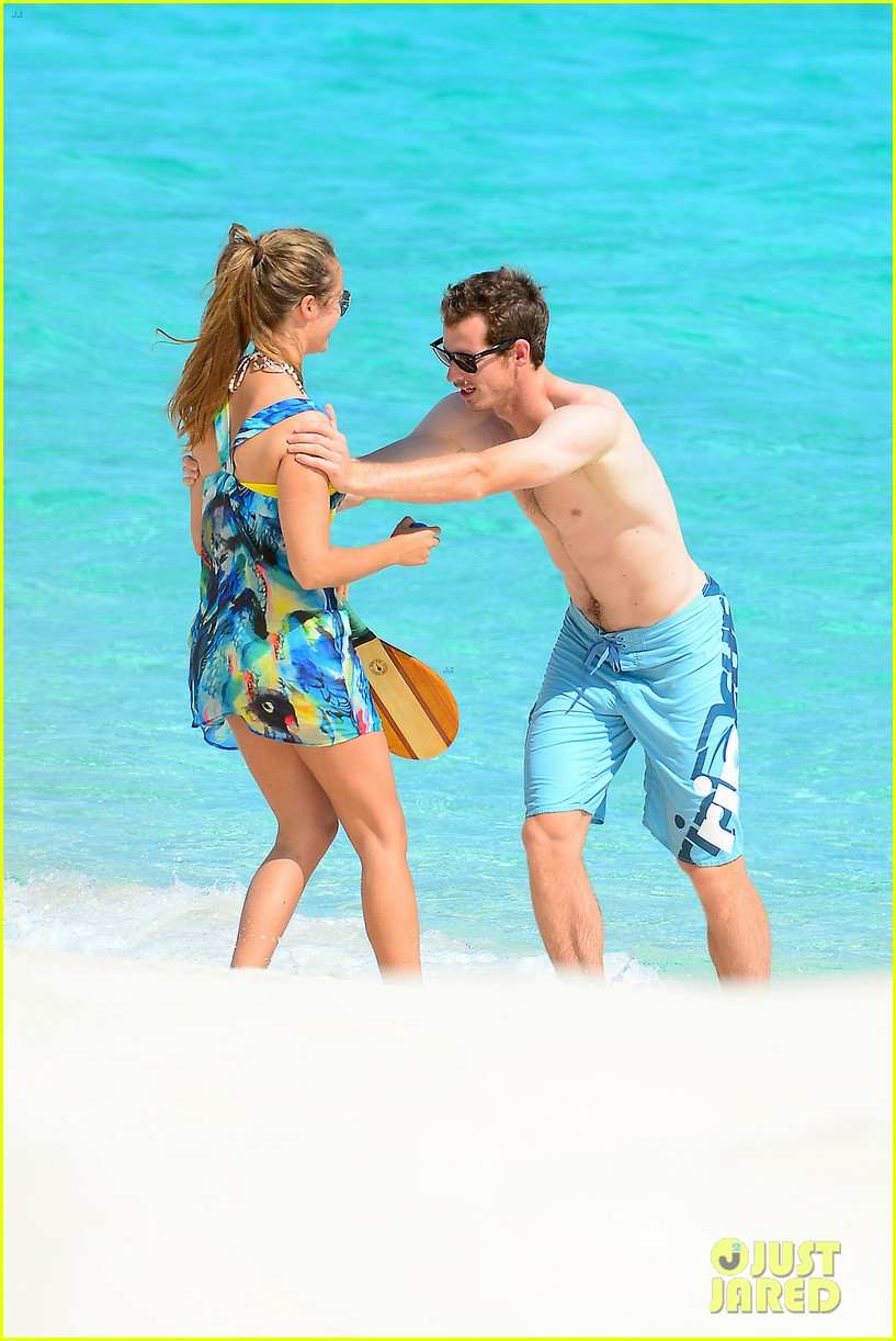shirtless andy murray ibiza beach besos with kim sears 12