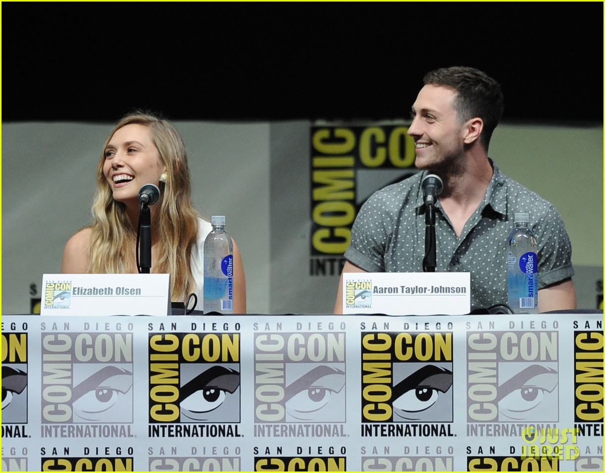 elizabeth olsen aaron taylor johnson godzilla at comic con 02