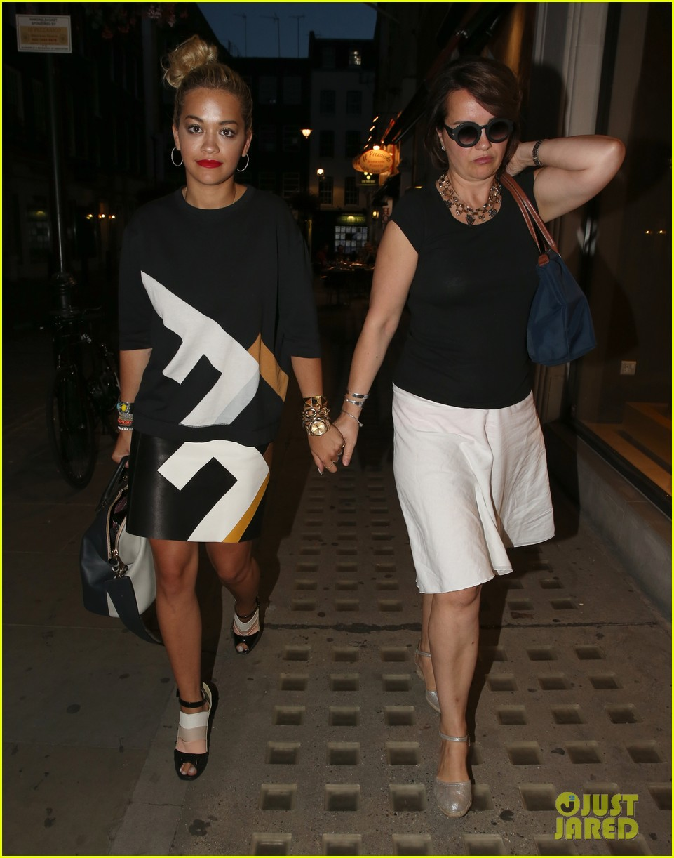 rita ora family dinner after barcelona trip 012916997