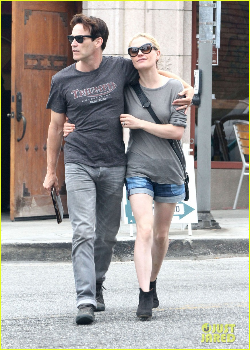 anna paquin stephen moyer cuddle close in venice beach 092919083