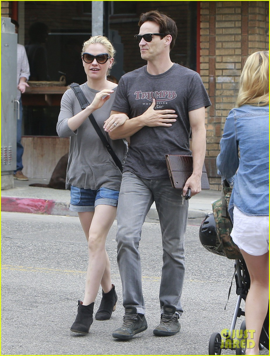 anna paquin stephen moyer cuddle close in venice beach 182919092