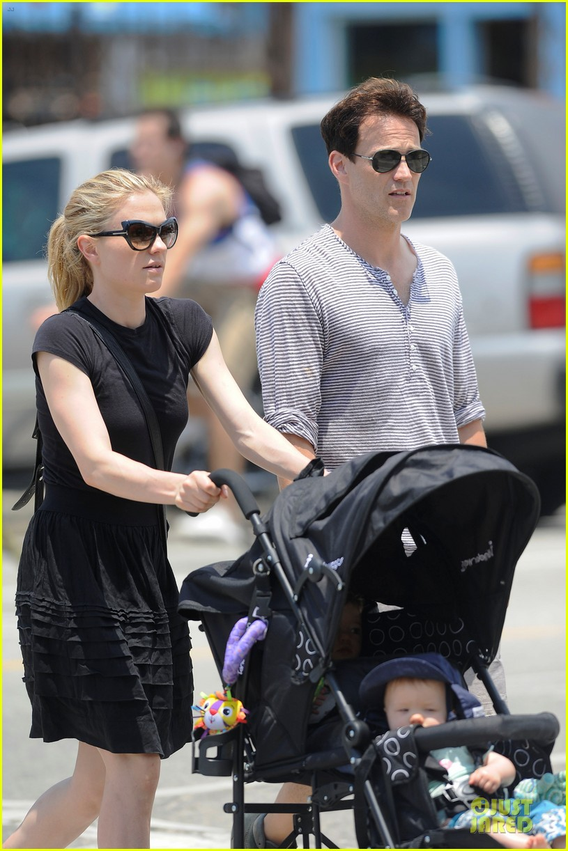 anna paquin stephen moyer venice stroll with the twins 02