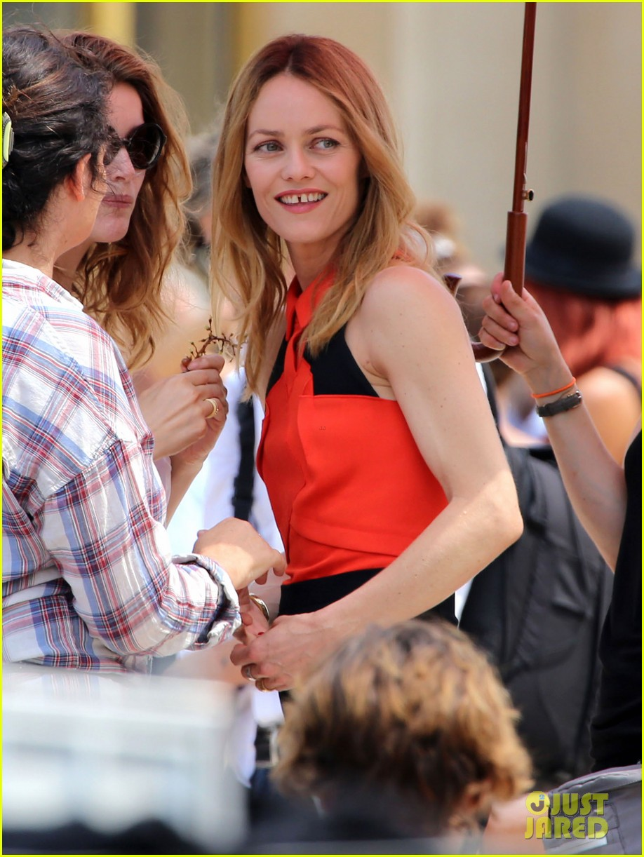 vanessa paradis homo sappiens set visit from lily rose jack 25