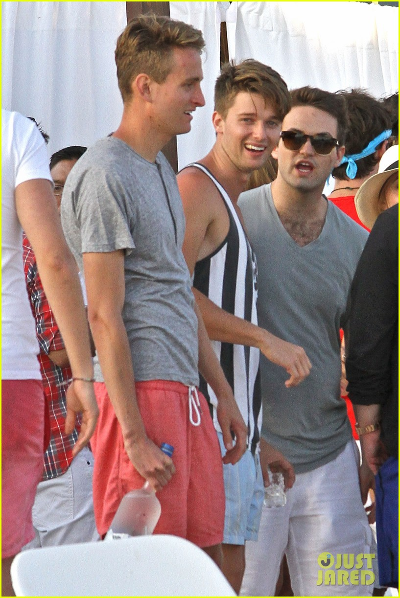 patrick schwarzenegger taylor burns paris hiltons july 4 party 02