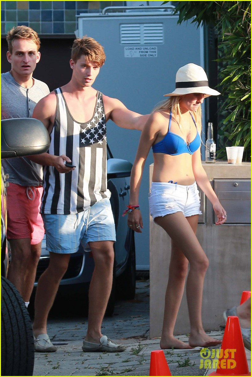 patrick schwarzenegger taylor burns paris hiltons july 4 party 03