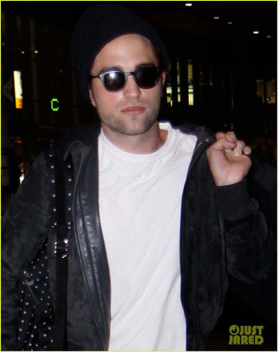 robert pattinson flies into toronto for map to the stars 022911318