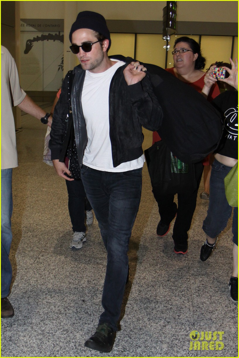 robert pattinson flies into toronto for map to the stars 032911319