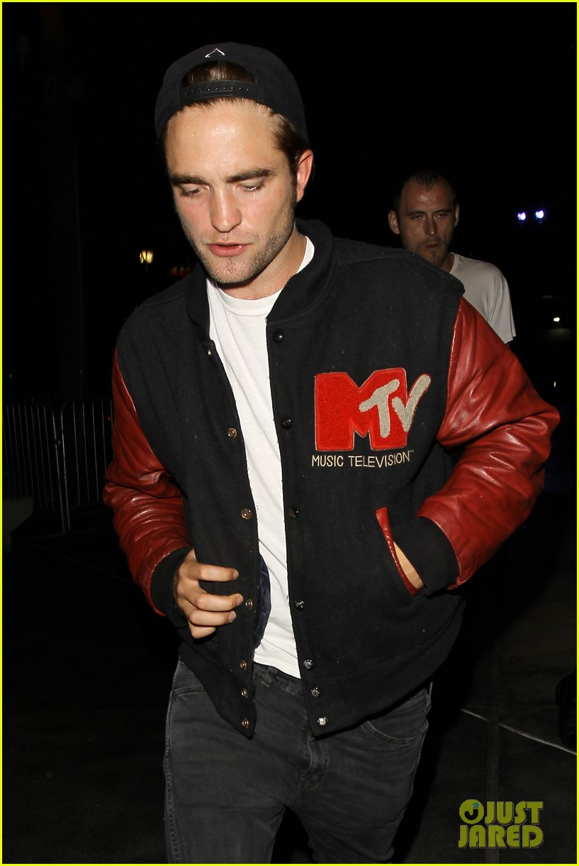 robert pattinson selena gomez beyonce concert night out 11