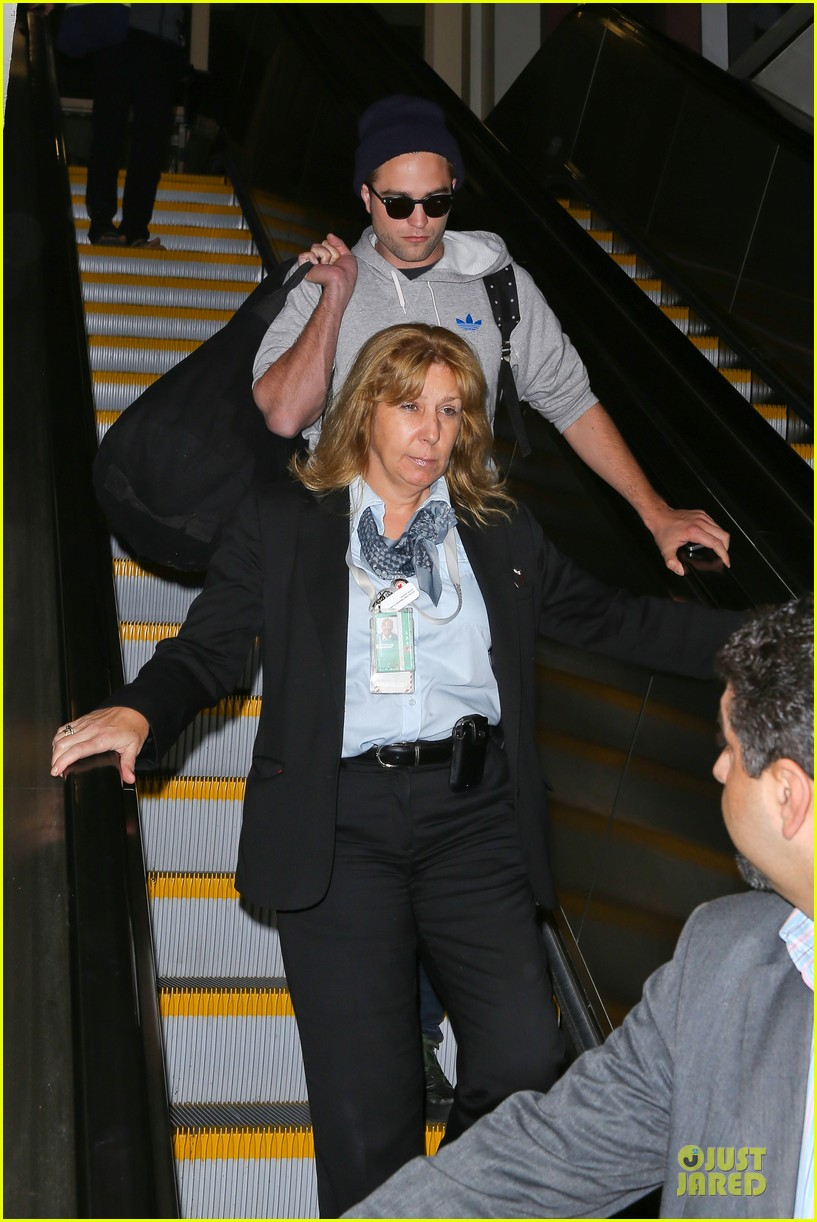 report pattinson lax landing after map of the stars filming 072915596