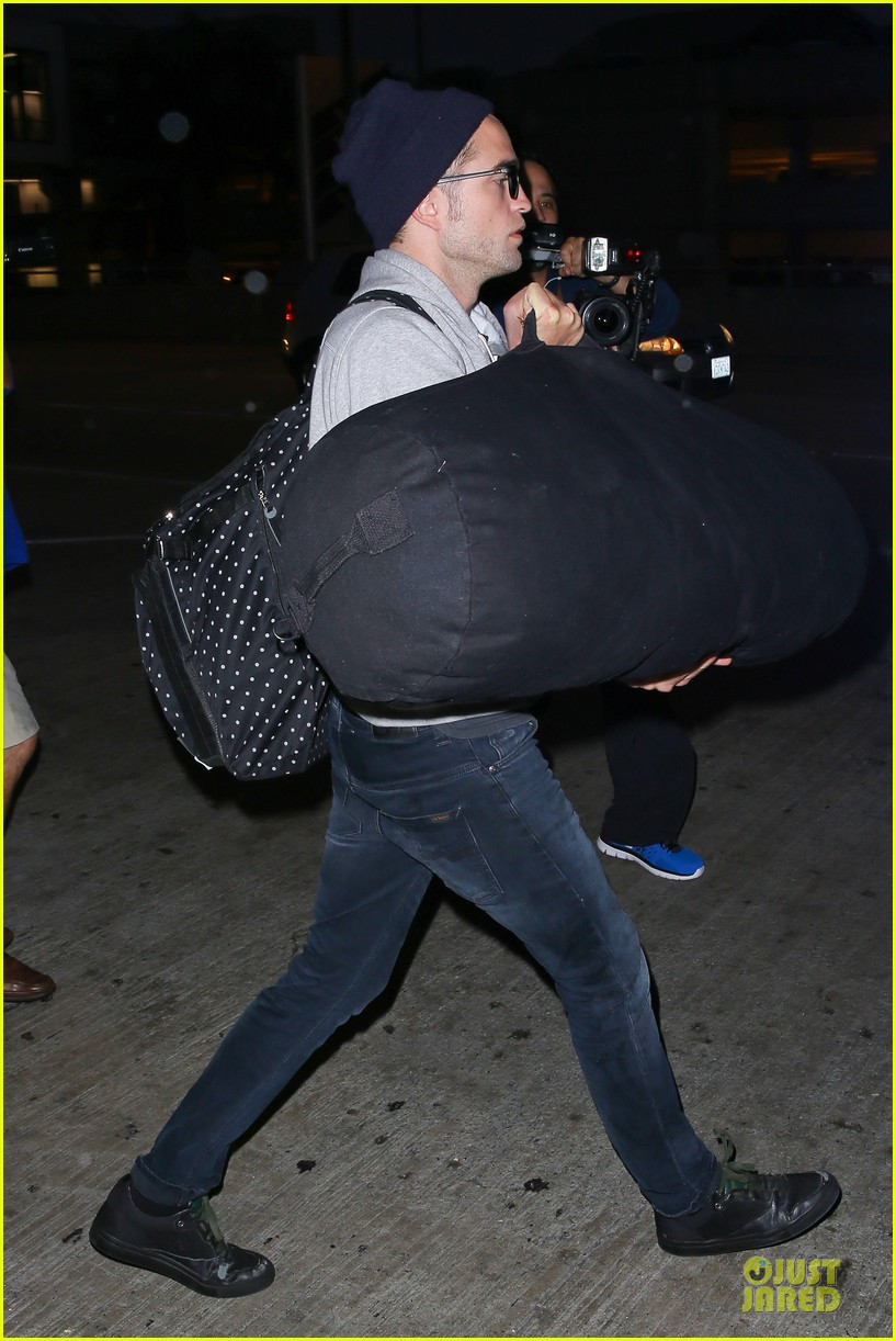 report pattinson lax landing after map of the stars filming 092915598