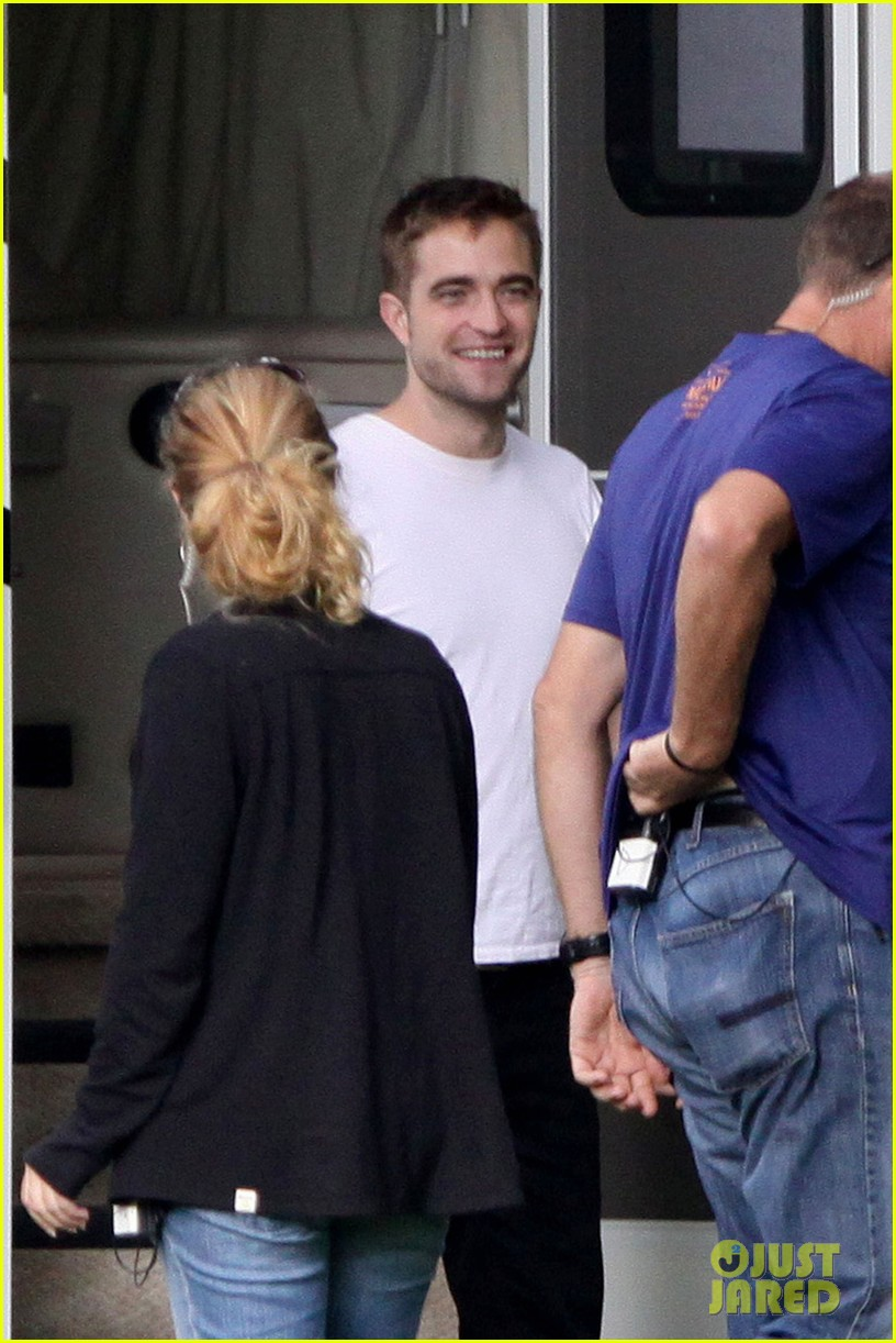robert pattinson beyonce snap picture after her concert 03
