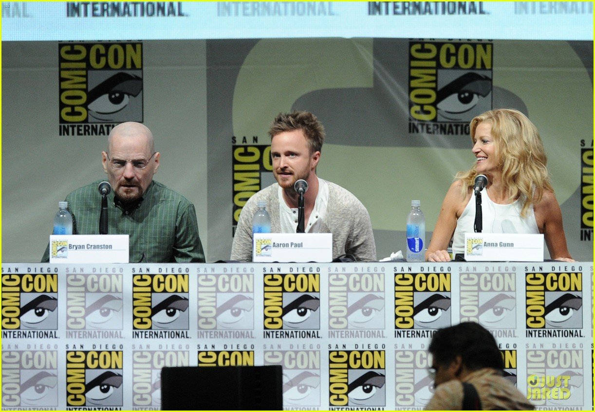 aaron paul bryan cranston breaking bad panel at comic con 18