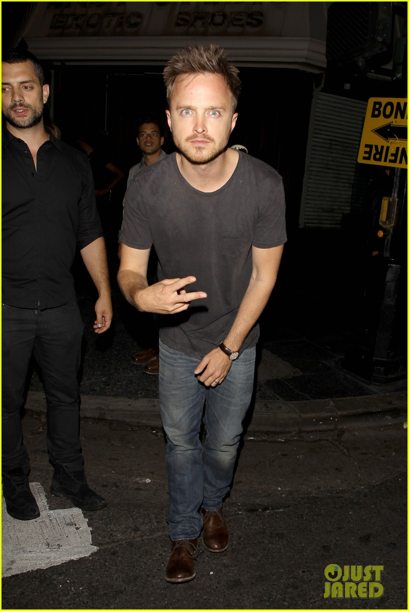 aaron paul ride to breaking bad premiere in the rv 01