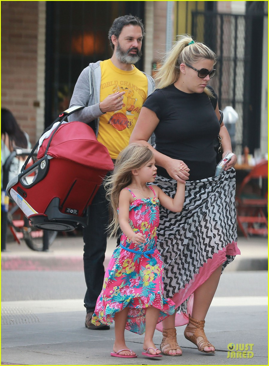 busy philipps post baby body at little doms 282914374