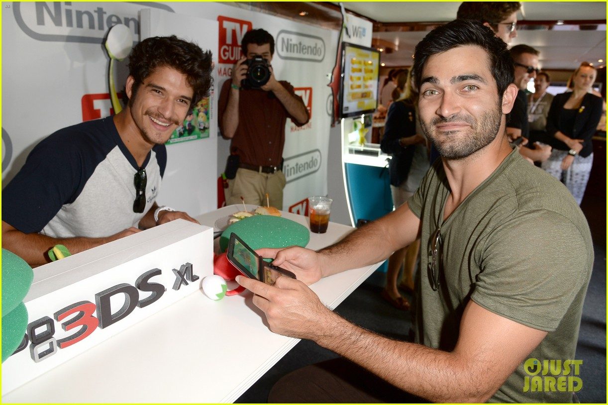 tyler posey dylan obrien teen wolf stars at comic con 182911987