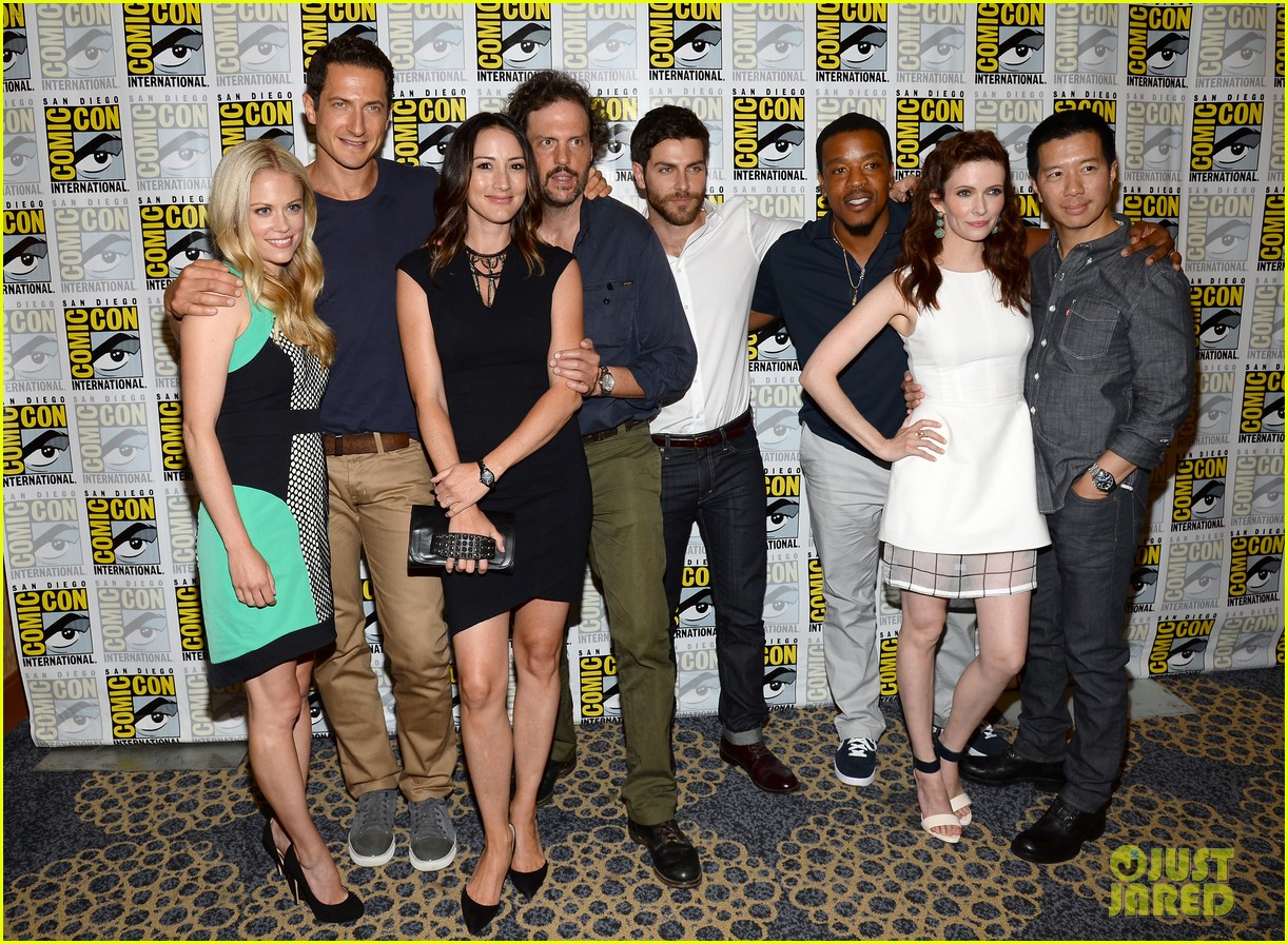 revolution grimm casts attend comic con panels 302913628