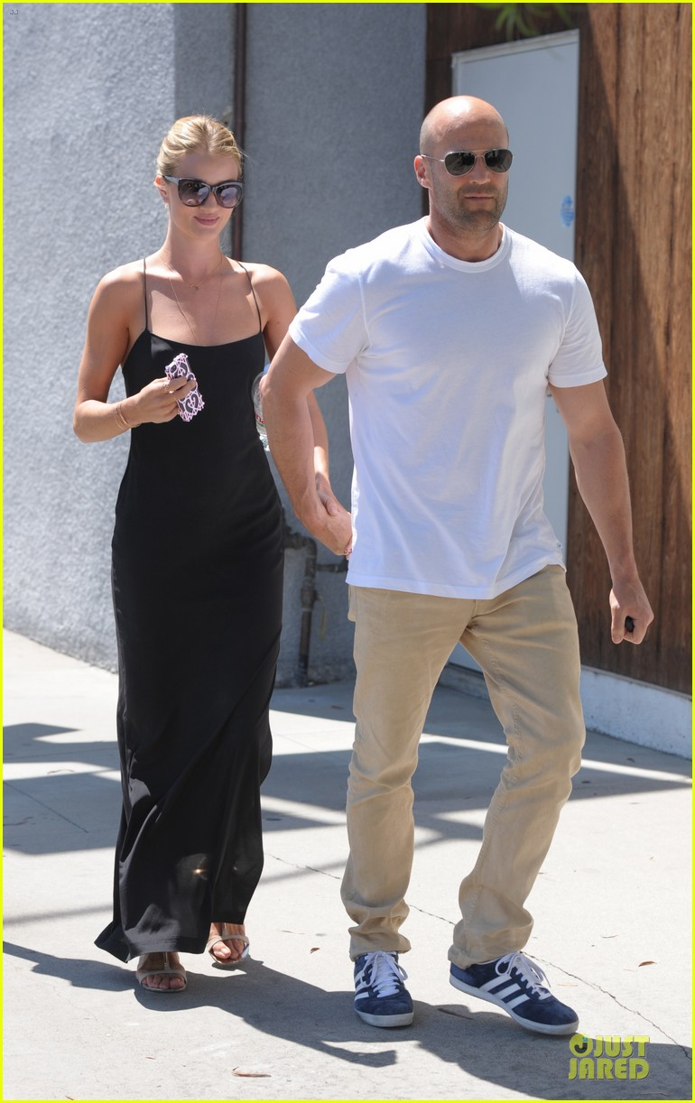 rosie huntington whiteley jason statham hold hands for shopping 012910148