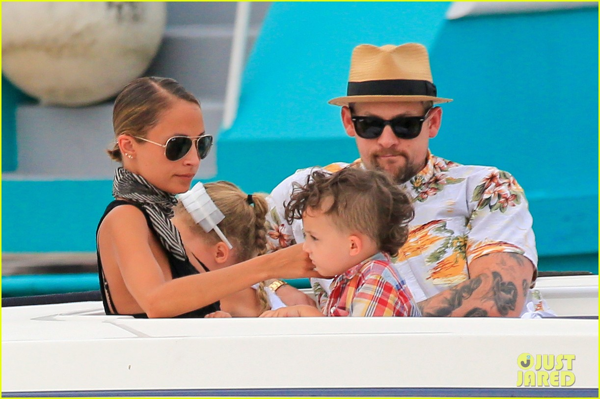 nicole richie bikini vacation with the family 33