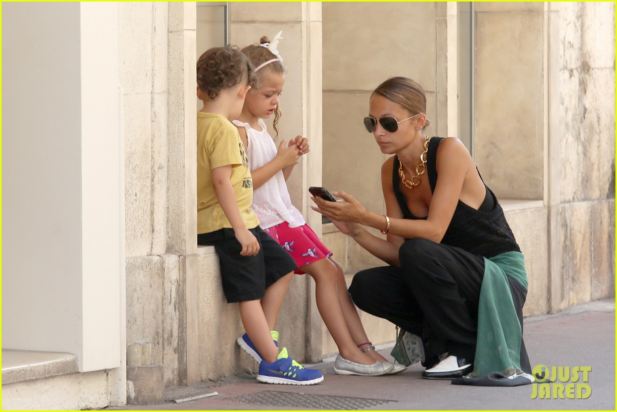 nicole richie continues saint tropez family vacation 022915894
