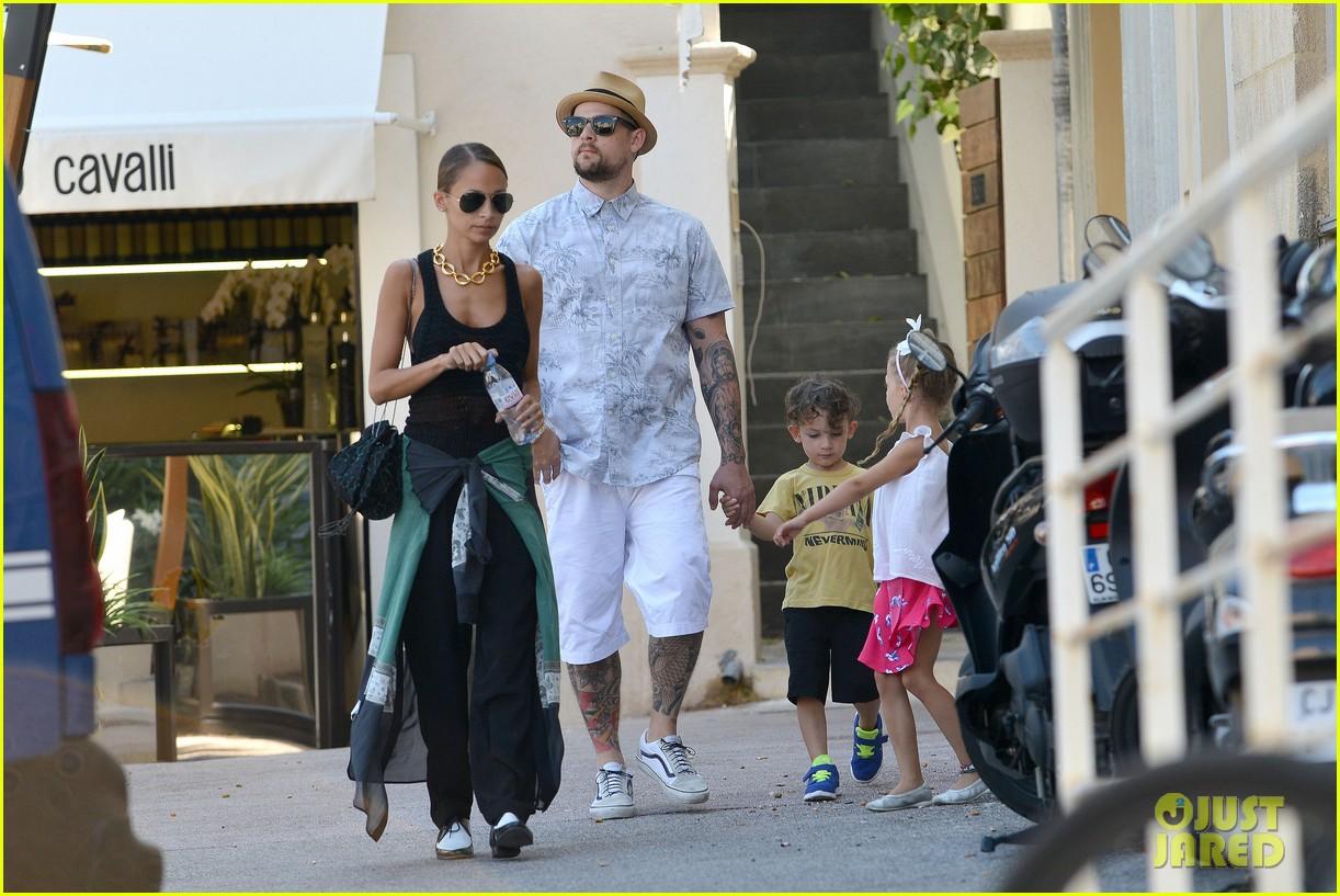 nicole richie continues saint tropez family vacation 102915903