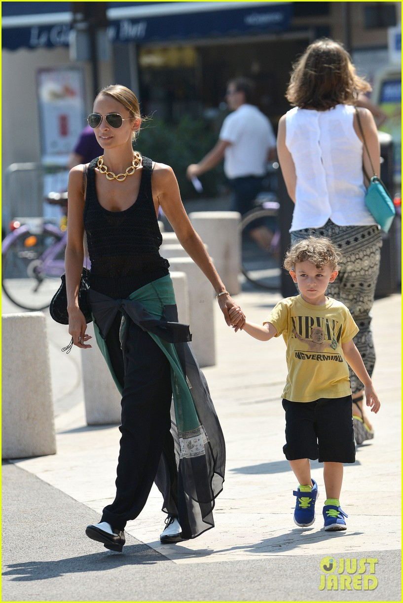 nicole richie continues saint tropez family vacation 15