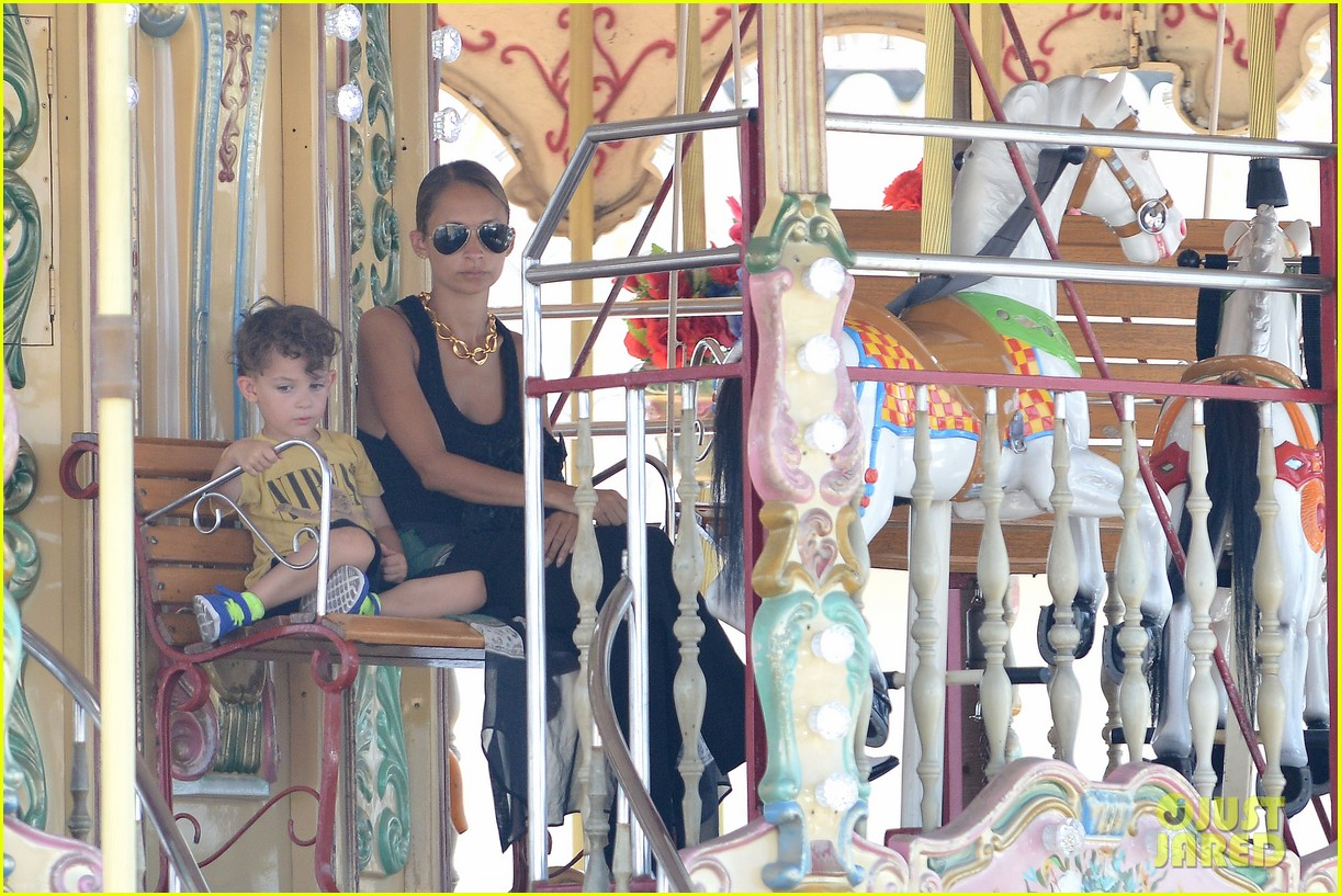 nicole richie continues saint tropez family vacation 192915912
