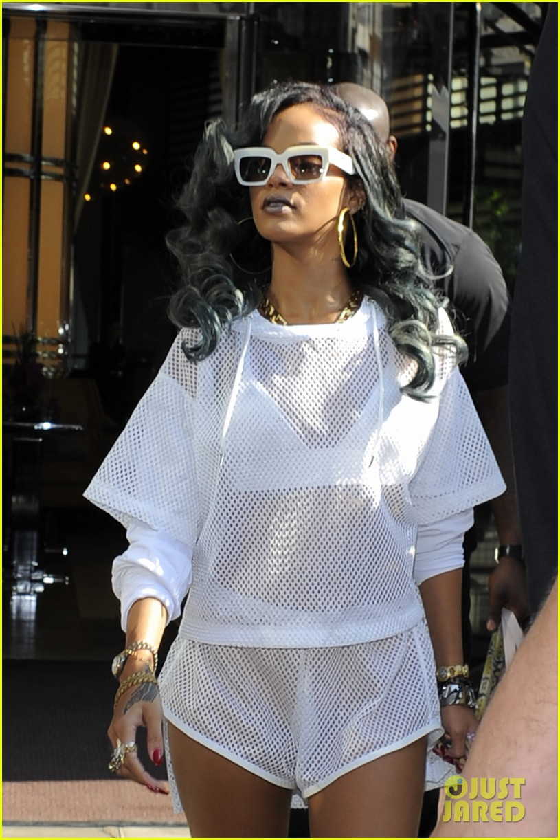 rihanna uk thuggin is my secret weapon 17