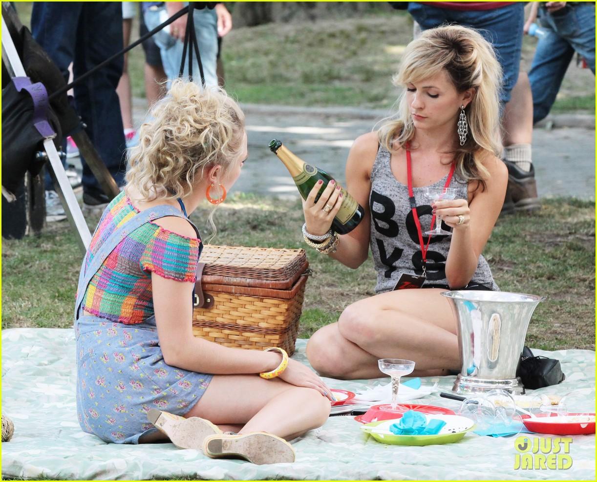 annasophia robb lindsey gort carrie samantha picnic 17