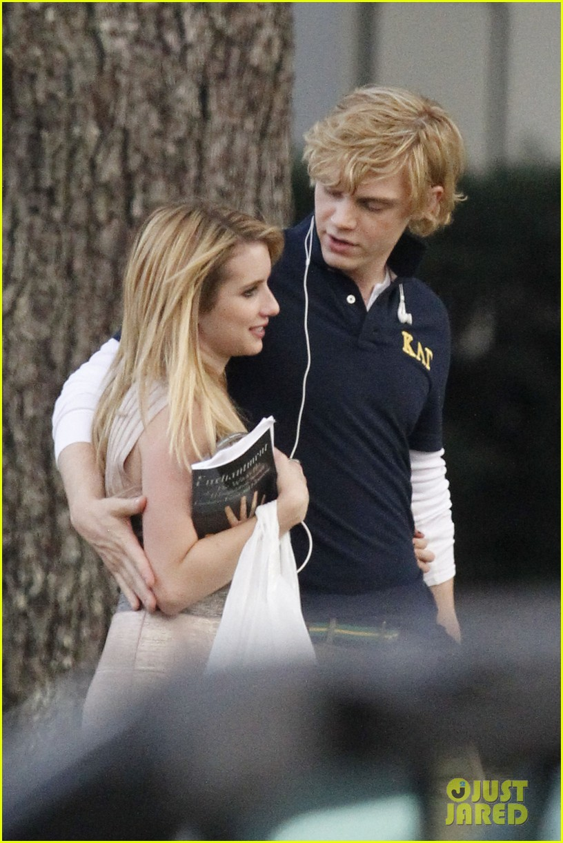 emma roberts evan peters hold hands laugh after fight 04