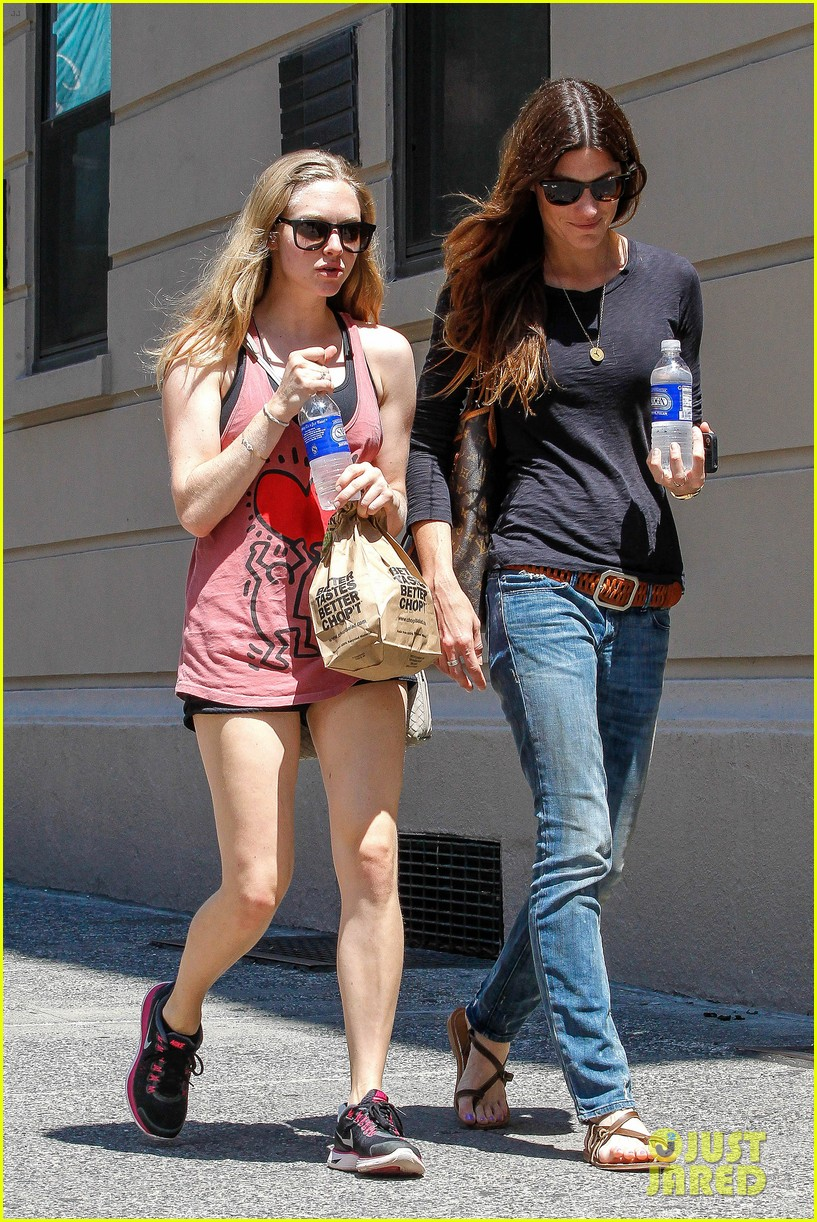 amanda seyfried jennifer carpenter hang in the big apple 03