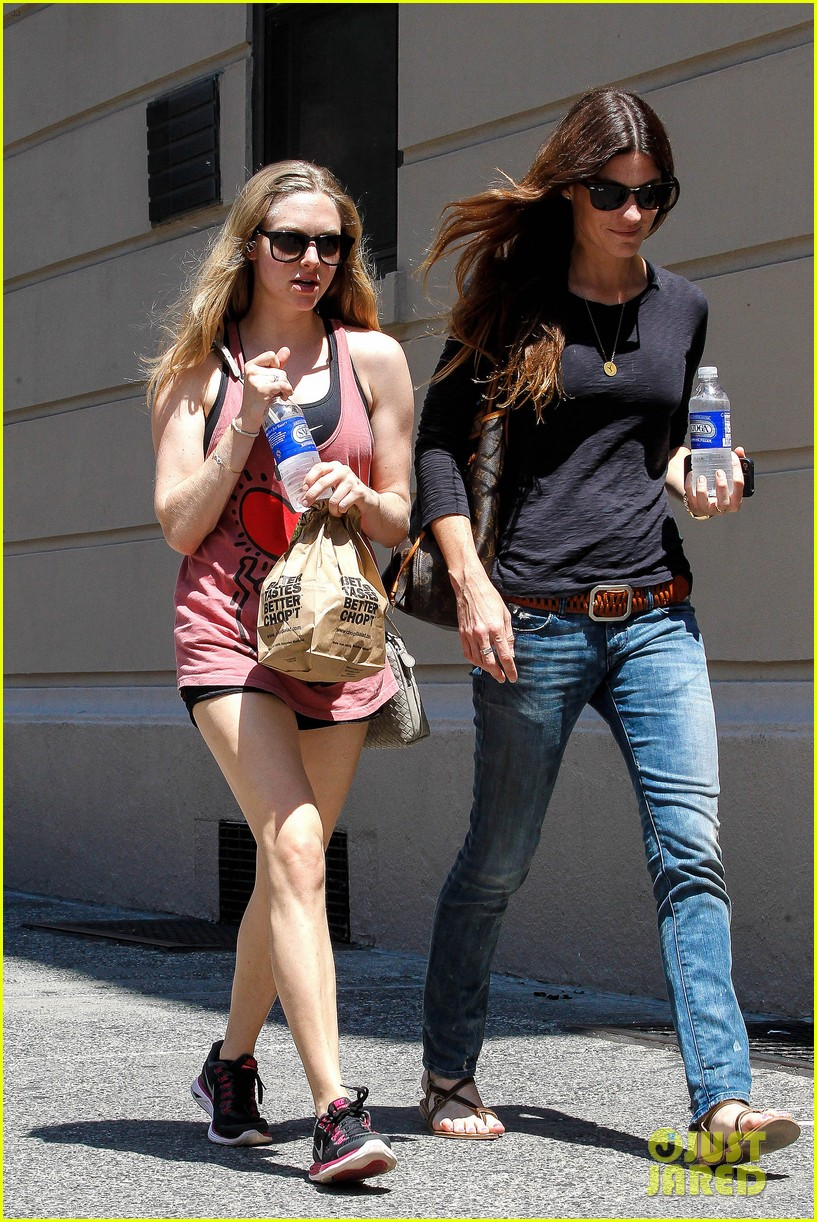 amanda seyfried jennifer carpenter hang in the big apple 09