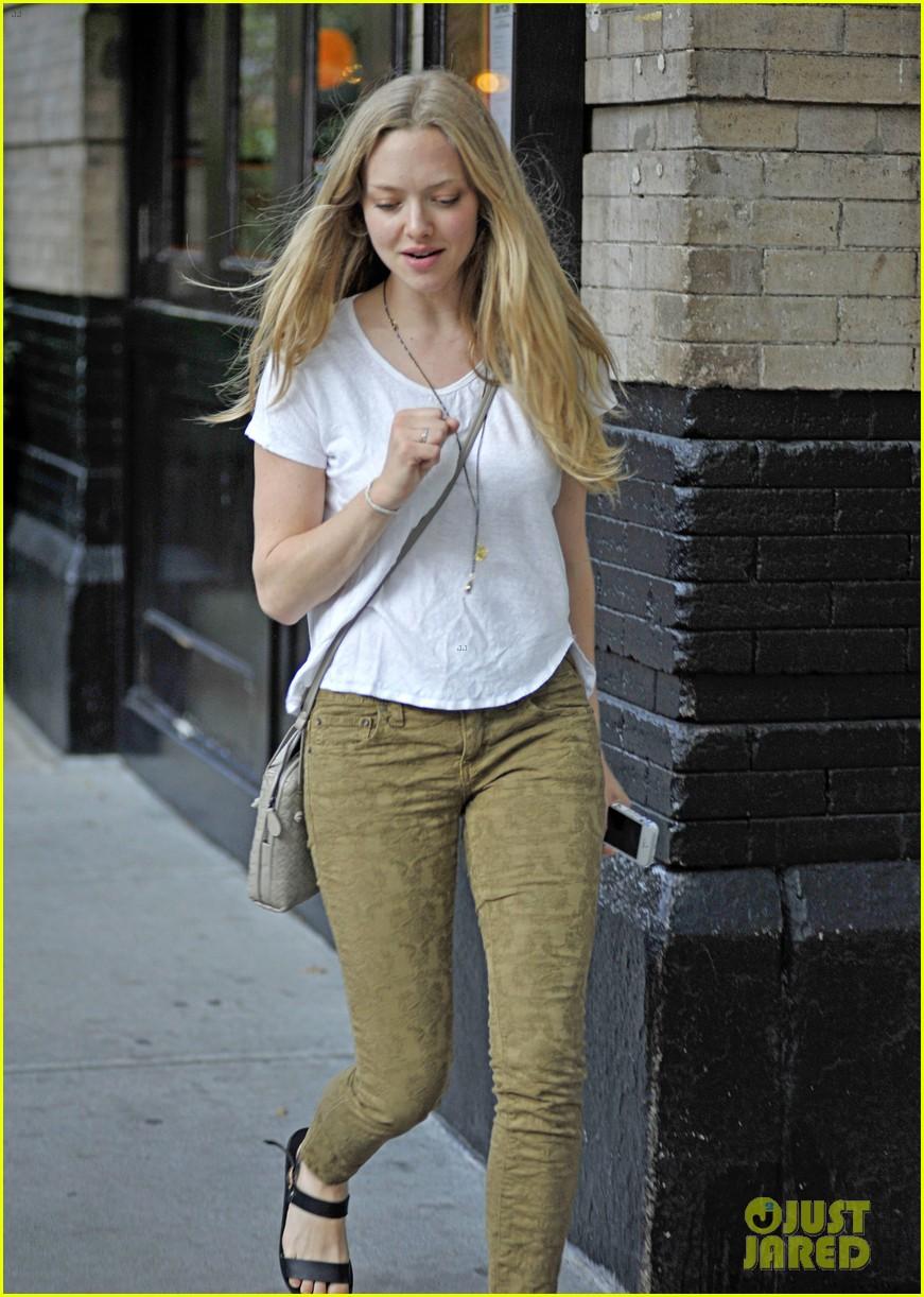 amanda seyfried lovelace promo work in new york 22