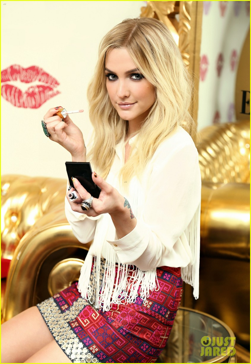 ashlee simpson elizabeth arden beautiful color lip lounge 10