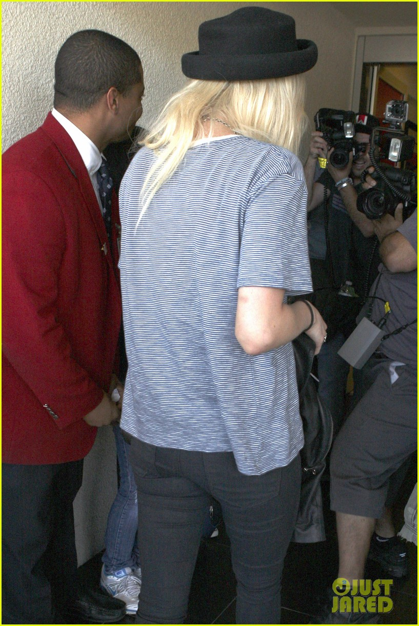 ashlee simpson evan ross travel together out of lax 14