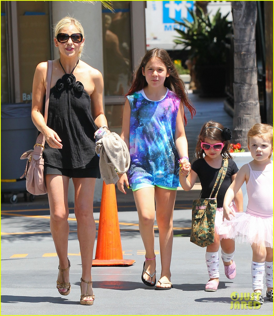 sarah michelle gellar ballet class pick up with charlotte 142918807