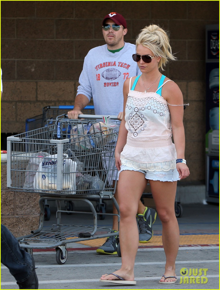 britney spears david lucado hold hands on fourth of july 03