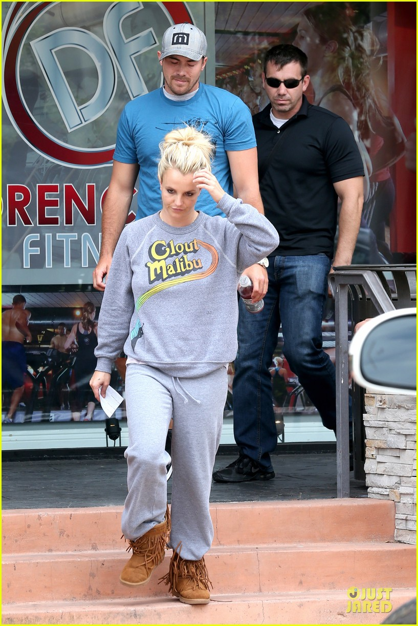 britney spears errands after movies with the boys 27